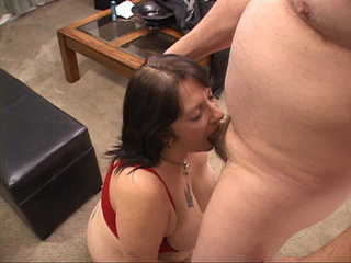 Fat brunette milf in a red top giving head kneeling - Picture 3
