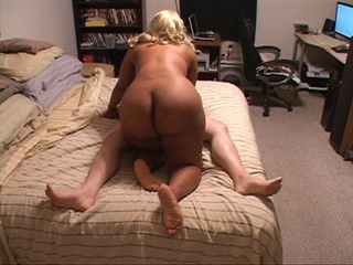 Black whore with enormous butt and tits gives head - Picture 4