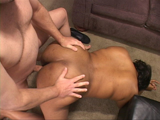 Bootylicious ebony slut gives a blowjob to a guy - Picture 2
