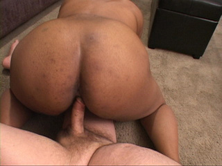 Plump black chick gets her cooch and asshole screwed - Picture 2