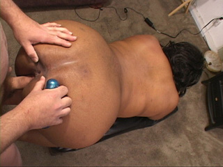 Chubby ebony bitch gets her asshole oiled and drilled - Picture 2