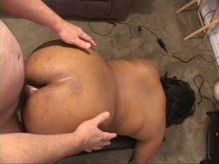 Chubby ebony bitch gets her asshole oiled and drilled - Picture 3