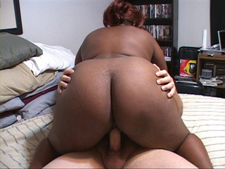 Busty black granny spread her fat legs for a thick dick - Picture 2