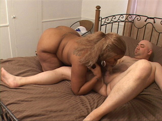 Fair-haired black whore with big tits sucking man's meat - Picture 2