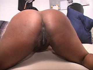 Fat ebony MILF jumping on a white boner passionately - Picture 4