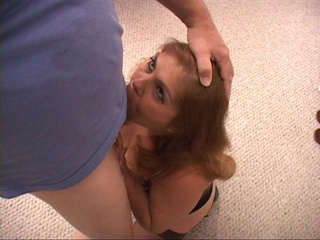 Lustful old bitch in stockings giving head kneeling - Picture 2
