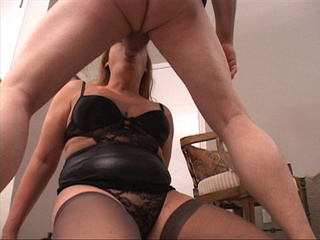 Lustful old bitch in stockings giving head kneeling - Picture 4