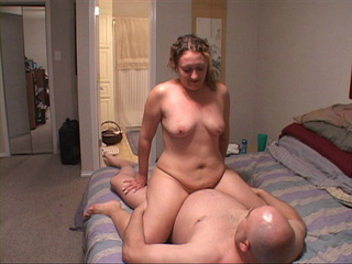 Ponytailed wavy milf with chubby ass jumping - Picture 3