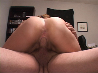 Ponytailed wavy milf with chubby ass jumping - Picture 4