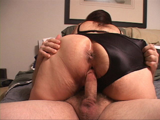 Fat old bitch in bra and panties swallows a dick deep - Picture 1
