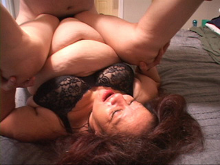 Fat old bitch in bra and panties swallows a dick deep - Picture 2