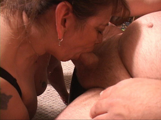 Bootylicious Mexican old bitch sucking a stiff rod - Picture 2