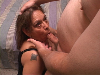 Bootylicious Mexican old bitch sucking a stiff rod - Picture 4