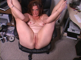 Nasty ginger mom with big booty gets naked to expose her - Picture 3