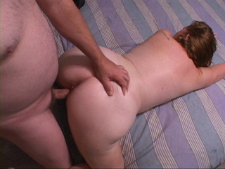 Fat mature bitch gets her chocolate eye screwed with a - Picture 2