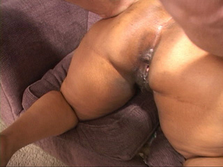 Huge black mamasita gets her asshole drilled and - Picture 3