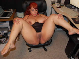 Slutty red latina mom with big tits gets her pooper - Picture 1