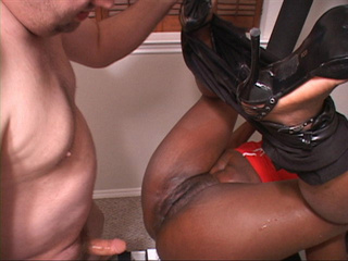 Chubby black slut in high heels  gets her asshole - Picture 1