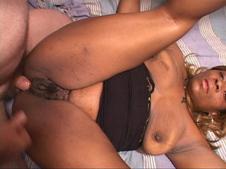 Chubby ebony mom spreads her legs willingly for a white - Picture 3