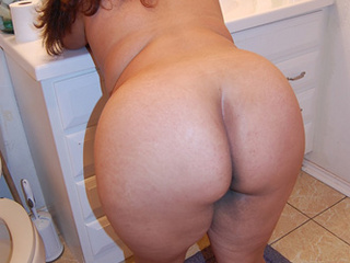 Chubby swarthy mom enjoys hard anal banging - Picture 1