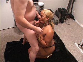 Chubby ebony ponytailed slut with fair hair eating a - Picture 2