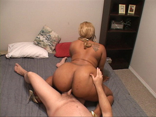 Fair-haired swarthy BBW gets her asshole screwed with a - Picture 1