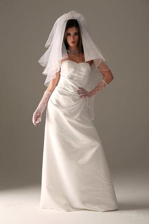 Teen bride in wedding dress - XXX Dessert - Picture 1