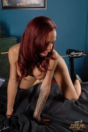 Swarthy red-haired tranny having fun with a fucking machine - XXXonXXX - Pic 7