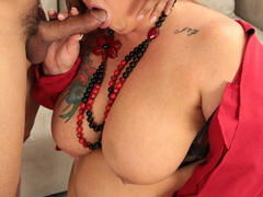 Tattooed plump ladyboss makes her employee fuck her - Picture 10