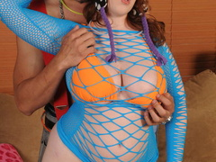 Swarthy guy bangs chubby red in blue fishnet - Picture 10