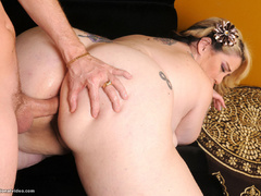 Tattooed fatty assdrilled after bath - Picture 11