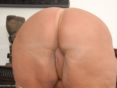 Plump red MILF riding a stiff rod - Picture 9
