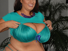 Pretty red fatty in blue lingerie pleases a guy - Picture 5