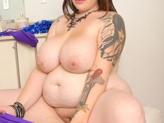 Plump tattooed milf loves black meaty boners - Picture 6
