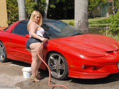 Chubby blonde bitch playing with garden hose before - Picture 6