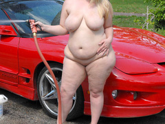 Chubby blonde bitch playing with garden hose before - Picture 10