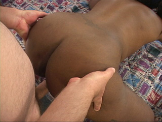 Slutty black mom gets her experienced butthole - Picture 1