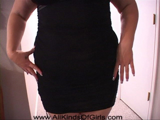 Huge blonde big ass came to fuck in a nice dress - Picture 2
