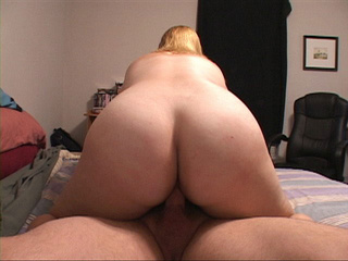 Big ass blonde bitch shows off her gaping pooper after - Picture 2