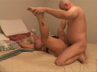 Huge blonde housewife spreads her legs for assdrilling - Picture 1