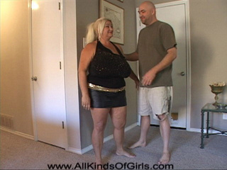 Bald dude gets horny when undressing huge blonde mama - Picture 1