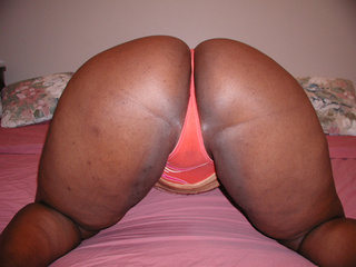 Big ass ebony slut gets her chocolate eye rimmed eagerly - Picture 3