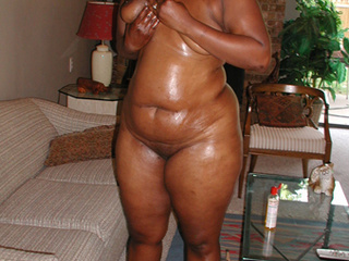 Big ass ebony slut gets her chocolate eye rimmed eagerly - Picture 4