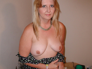 Fair-haired lustful grandmother get her face and asshole - Picture 3