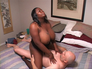 Bootylicious black mom jumping on bald dude's thick meat - Picture 2