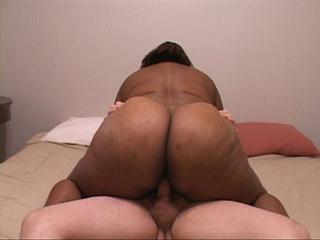 Big bottom black mamasita riding a stiff rod - Picture 4
