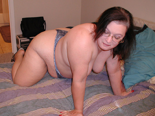 Fat in glasses gets stretched and bound for 3some - Picture 1