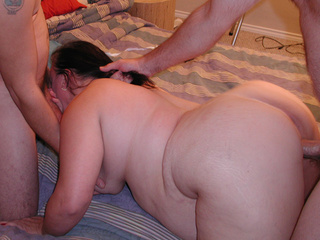 Brunette mom 3some fucked - Picture 3