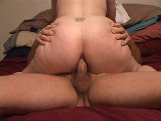 Fat MILF demonstrating her slammed pooper - Picture 3