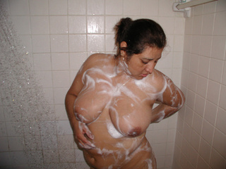 Ponytailed brunette foaming her fat ass in the shower - Picture 2